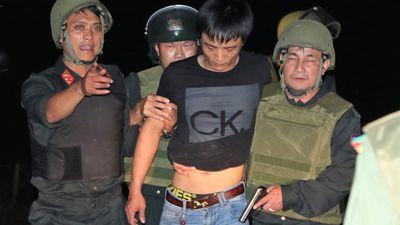 Phút chạm mặt nhóm nghi can buôn ma túy ôm súng, lựu đạn cố thủ