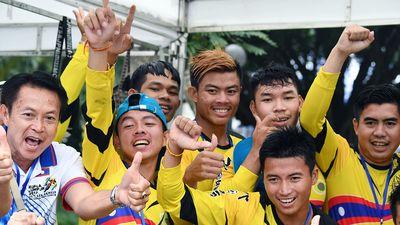 Người Lào vô địch cuộc đua bơi chải thuyền rồng hồ Tây