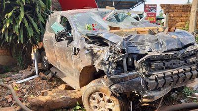 Tài xế say xỉn lao ô tô đâm sập nhiều nhà dân ở Đắk Lắk