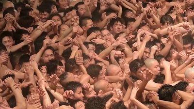 10.000 đàn ông cởi trần tranh khúc gỗ may mắn tại Nhật