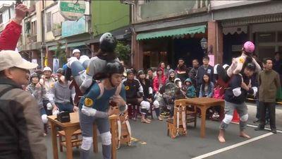 Hài hước cuộc thi cõng vợ, người yêu ở Đài Loan