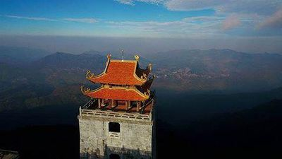Cận cảnh ngôi chùa Việt uy nghiêm trên đỉnh Đông Dương