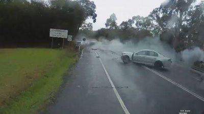 Phóng nhanh lúc vào cua, ô tô gây tai nạn kinh hoàng