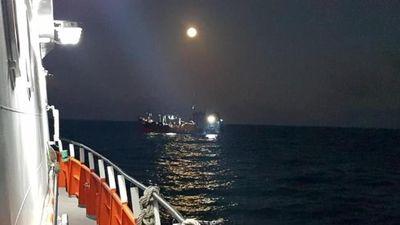 Cứu an toàn thuyền viên tàu cá bị tai biến trên biển