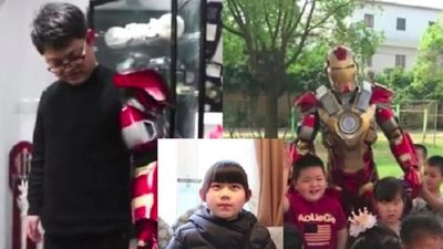 Con gái bị cười nhạo vì nói bố mình là siêu anh hùng, bố bèn mặc đồ Iron Man đến trường con