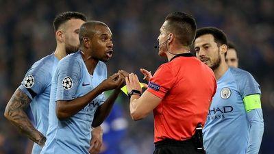 VAR gây khó chịu khi khiến trận đấu của Man City gián đoạn hơn 4 phút