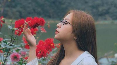 Bạn gái Quang Hải mặc sexy hát nhép ca khúc 'Như lời đồn'