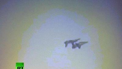 Khoảnh khắc máy bay quân sự đâm nhau giữa trời ở Ấn Độ