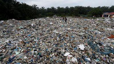 Hãi hùng cuộc sống thị trấn 'ngập' trong 19.000 tấn rác thải nhựa