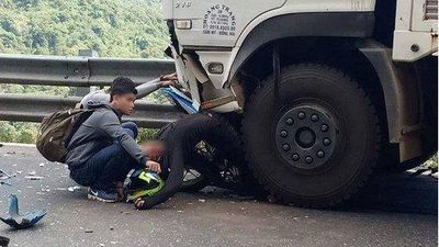 Phượt thủ tông trực diện xe tải trên đèo Bảo Lộc đã tử vong