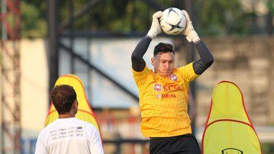HLV Muangthong United: 'Mong Văn Lâm sẵn sàng cho trận mở màn'