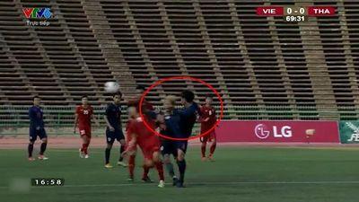 Clip tình huống cầu thủ Thái Lan đạp vào mặt tuyển thủ Việt Nam gây phẫn nộ