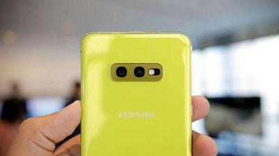 Trên tay Samsung Galaxy S10e - đối thủ đáng gờm của iPhone XR