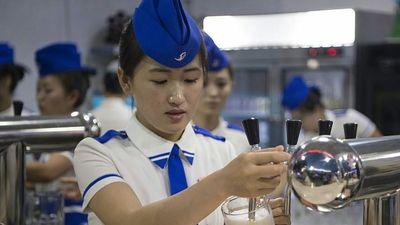 Kỳ lạ quán bar không ghế ngồi tại Triều Tiên