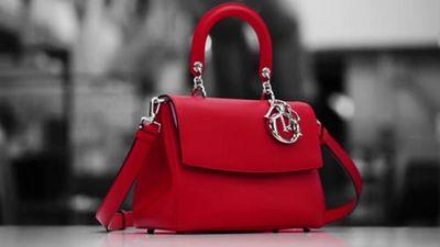 Cảnh chế tác túi xách Dior nghìn đô khiến quý bà phát cuồng