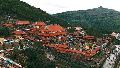 Sự hoành tráng của ngôi chùa nghi vấn truyền bá vong báo oán