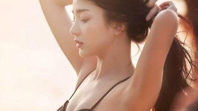 Vẻ ngoài gợi cảm của 'hot girl đồng phục' Thái Lan