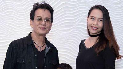 Nhạc sĩ Đức Huy ôm vợ kém 44 tuổi, tình cảm hát 'Yêu em dài lâu'