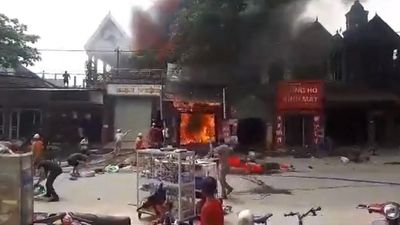 Cháy lớn tại Hà Tĩnh, nhiều nhà dân cùng tài sản bị thiêu rụi