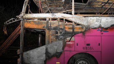 Xe du lịch bốc cháy ở Trung Quốc, 26 người chết