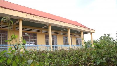 Cận cảnh trung tâm dạy nghề ở Đắk Lắk hàng chục tỷ đồng bị bỏ hoang, cỏ mọc cao ngang đầu