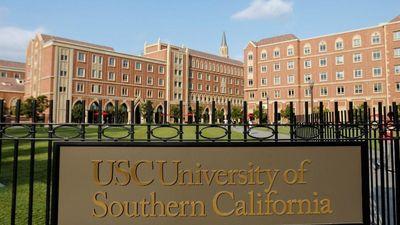 Học sinh giỏi khởi kiện trường đại học vì bê bối chạy điểm