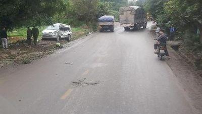 Xe tải tông trực diện ô tô 7 chỗ khiến 8 người thương vong