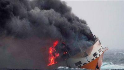 Hàng loạt xe siêu sang Audi và Porsche chìm xuống biển do cháy tàu chở hàng