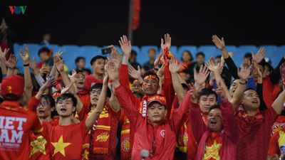 'Nhuộm đỏ' sân Mỹ Đình, CĐV sẵn sàng cháy hết mình với U23 Việt Nam