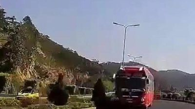 Xe khách chạy ngược chiều cao tốc Liên Khương - Đà Lạt