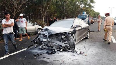 Toàn cảnh vụ xe hơi mất lái gây tai nạn trên cao tốc Liên Khương