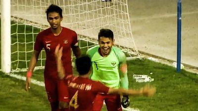 Pha bắt phạt đền thành công của tiền đạo U23 Indonesia