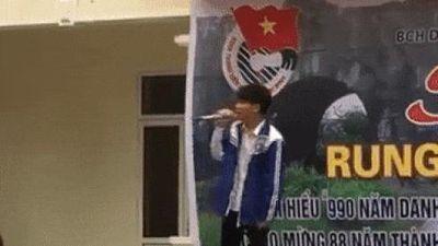 Nam sinh xứ Thanh gây bão mạng bởi chất giọng quá ngọt ngào khiến cả trường yêu cầu hát lại vì quá hay
