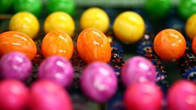 Làm thế nào để nhuộm màu trứng gà cho lễ Phục Sinh?