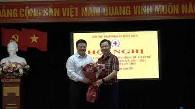 Ra mắt Chủ tịch danh dự Hội CTĐ quận Hoàn Kiếm khóa X