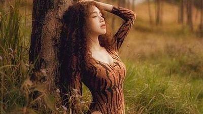 Hot girl Elly Trần khoe body dù hai con nhưng vẫn 'ngon' như thời đình cao
