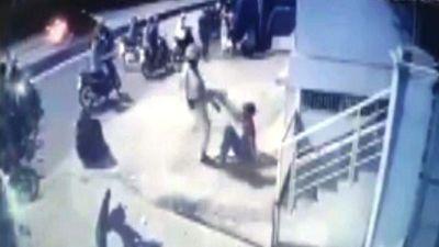 Đã rõ 'lai lịch' 2 thanh niên bị CSGT 'chĩa súng, đá bật ngửa'
