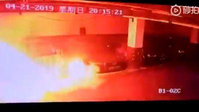 Xe điện Tesla Model S bỗng nhiên bốc cháy tại Trung Quốc