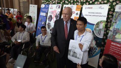 Đoàn thượng nghị sĩ Mỹ cam kết nỗ lực hỗ trợ tẩy độc sân bay Biên Hòa