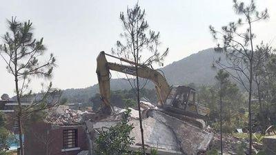 Một loạt công trình vi phạm đất rừng ở Sóc Sơn bị tháo dỡ