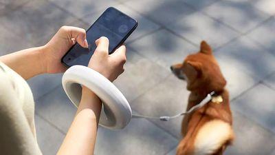 Dây dắt chó thông minh có thể dùng điện thoại để điều khiển