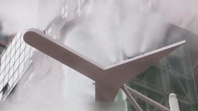 Vòi khổng lồ phun 'bão sương' làm mát trong nắng nóng Trung Quốc