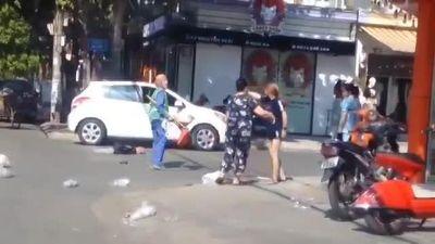 Sau vụ choảng nhau vì túi rác, nữ lao công và cô chủ shop nói gì?