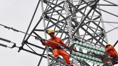 Chính phủ báo cáo Quốc hội thế nào về việc tăng giá điện và xăng?