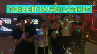 Quang Hải, Tiến Dũng, Văn Hậu, Đức Chinh...trổ tài hát karaoke