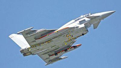 Tiêm kích Typhoon Anh gắn tên lửa 'sát thủ diệt máy bay'