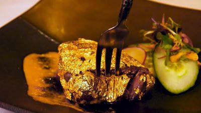 Món bò Kobe bọc vàng 24k đắt đỏ bậc nhất thế giới