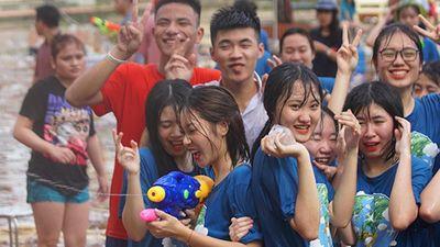 Clip: Teen Hòa Bình 'chơi lớn' mở đại thủy chiến tiễn thời học sinh