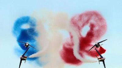 Ngạc nhiên phi đội bay biểu diễn đầu tiên của thế giới