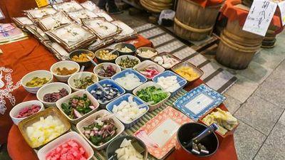 Khám phá loạt món ngon khó cưỡng trong ngôi chợ hơn 400 tuổi ở Nhật